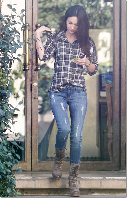 37149_celebrity_paradisecom_TheElder_MeganFox2011_01_25_OutandaboutinLA2_122_899lo