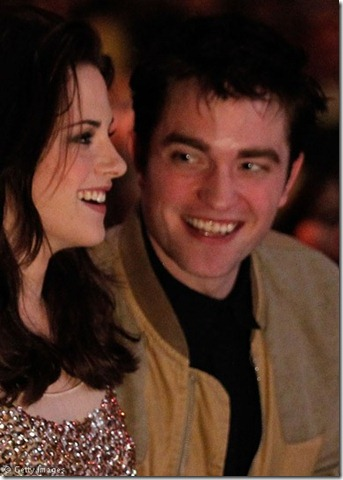 Kristen-Stewart-and-Robert-Pattinson-111